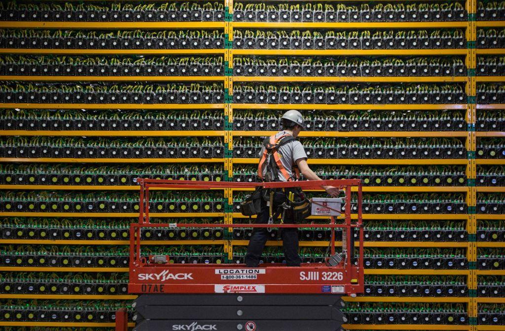 Hauptsache irgendwas mit Blockchain: in dieser Rechnerfarm werden neue Bitcoins geschürft. Foto: AFP