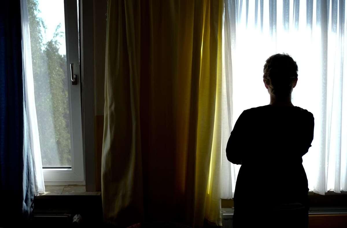 Mehr als fünf Millionen Menschen in Deutschland erkranken innerhalb eines Jahres an einer Depression. Vielen helfen Antidepressiva, aber es werden auch andere Behandlungsmethoden erforscht. Foto: dpa/Peter Steffen