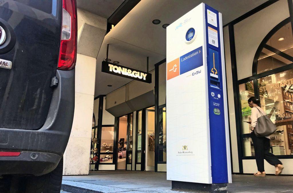 Stand 28. Februar   sind insgesamt 3920 Elektrofahrzeuge in Stuttgart gemeldet. Tendenz steigend. Deshalb werden nun auch mehr Ladesäulen benötigt. Foto: Martin Haar