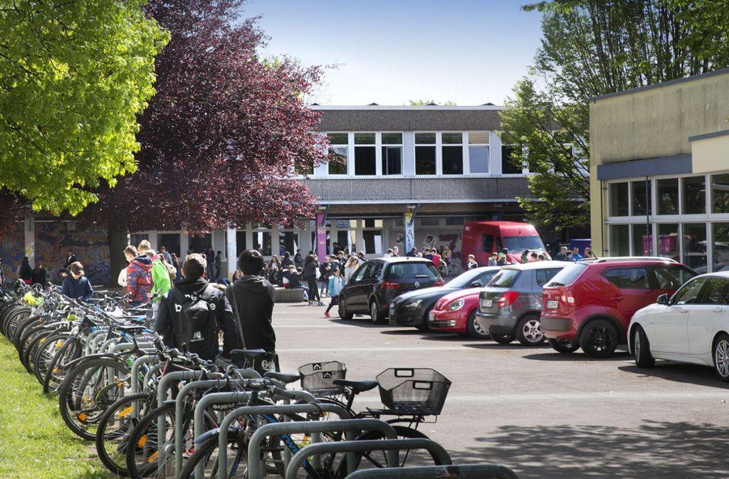 Im  Hauptgebäude der Zollbergrealschule in Esslingen ist der Grenzwert um das Zehnfache überschritten. Foto: