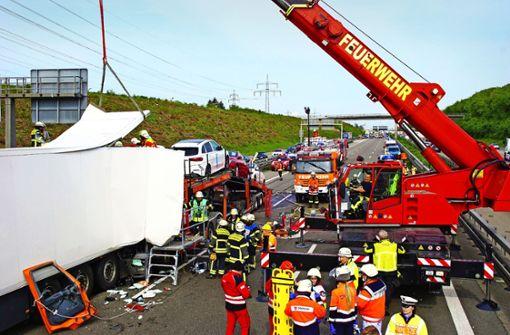 Mehrere Verletzte bei drei schweren Unfällen