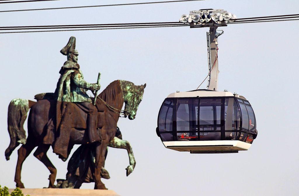 Wie die Dreiseil-Umlaufbahn  in Koblenz würde sich die Stuttgarter Luftseilbahn durch geräumige Gondeln für bis zu 35 Personen auszeichnen. Foto: dpa/Thomas Frey
