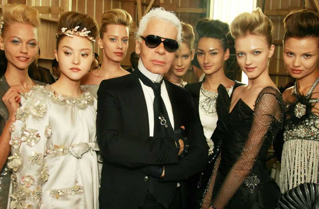 Lagerfeld interpretierte Coco Chanels Vermächtnis neu. Foto: CHANEL