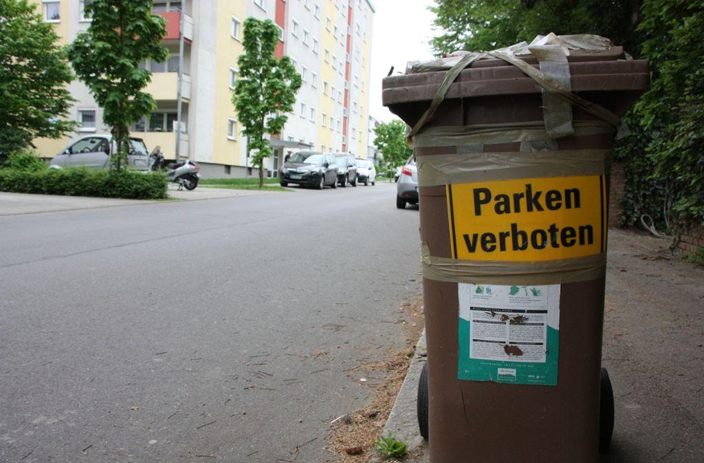 Mit ungewöhnlichen Aktionen  – wie dieser umfunktionierten Biotonne – machen Bürger auf die Platzplatznot in Echterdingen aufmerksam Foto: , N. Kanter