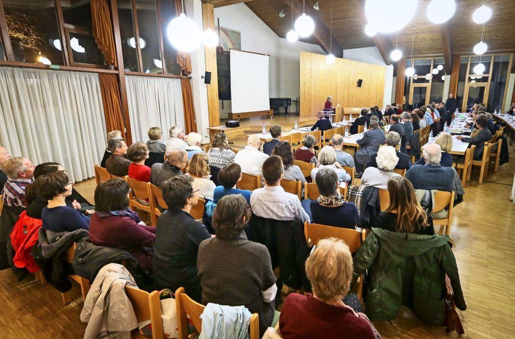 Bei der Bezirkssynode – hier  eine Versammlung  im Herbst 2017 –  wurde über die Fusion abgestimmt. Foto: factum/Archiv