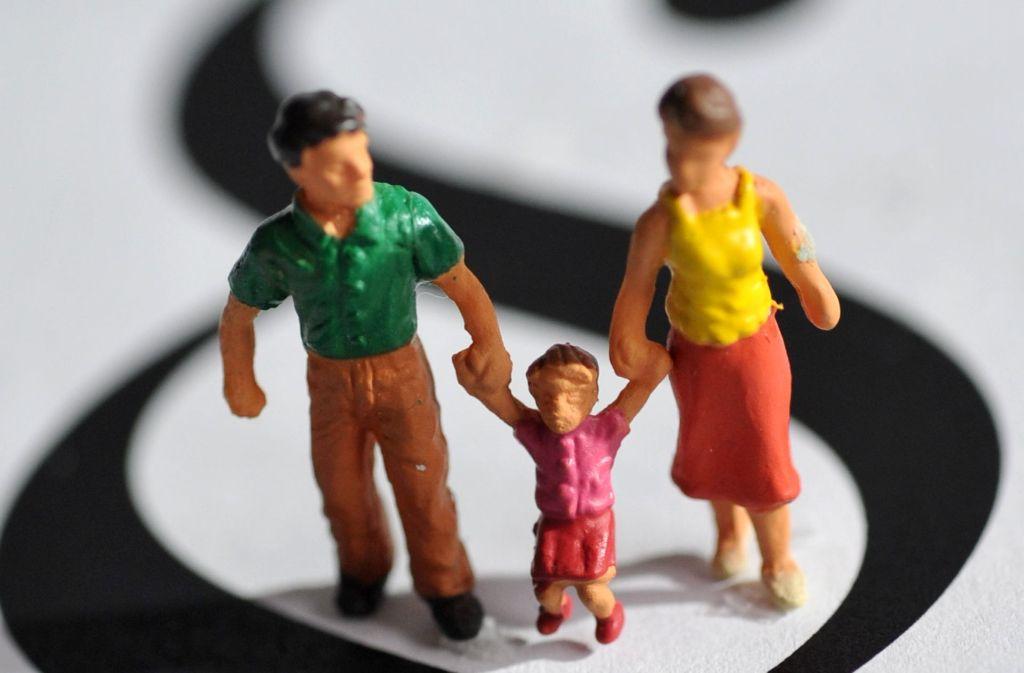 Bei einer Adoption müssen viele Regeln eingehalten werden. Foto: dpa