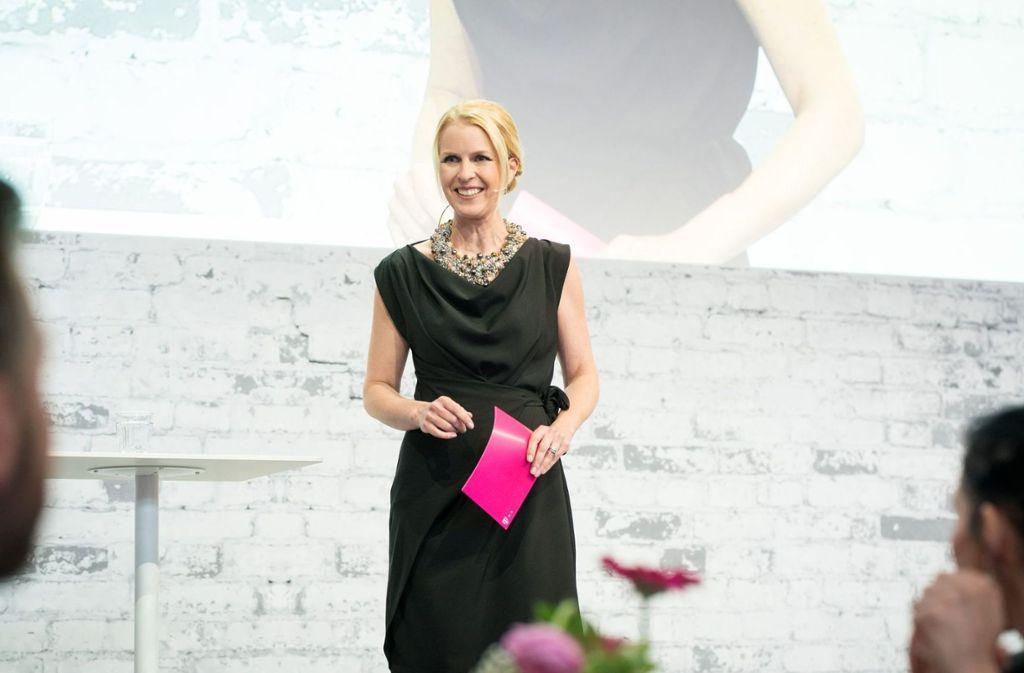 In Abendgarderobe begrüßte Moderatorin Alexandra von Lingen die Gäste beim Netzwerkdinner SOUTHWEST   Foto: Telekom
