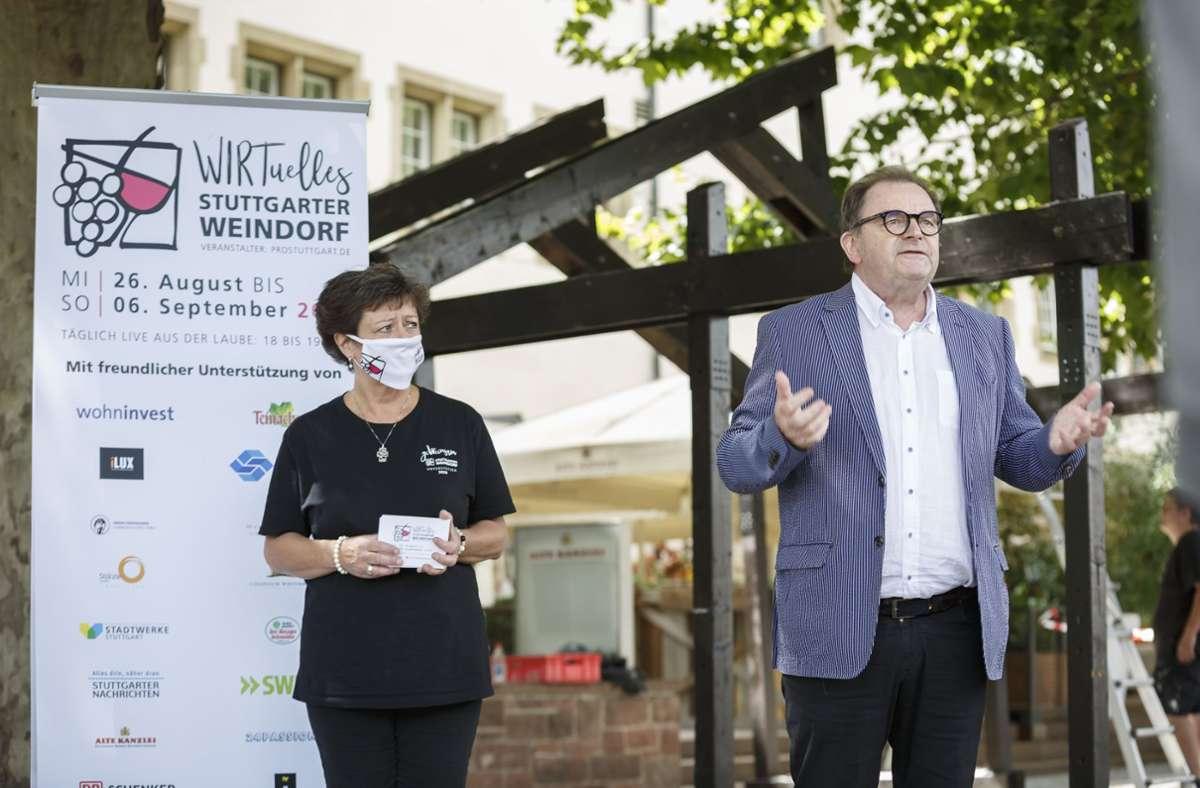 Weindorf-Chefin  Mohrmann und Manfred Strauß von Pro Stuttgart. Foto: Lg/Julian Rettig