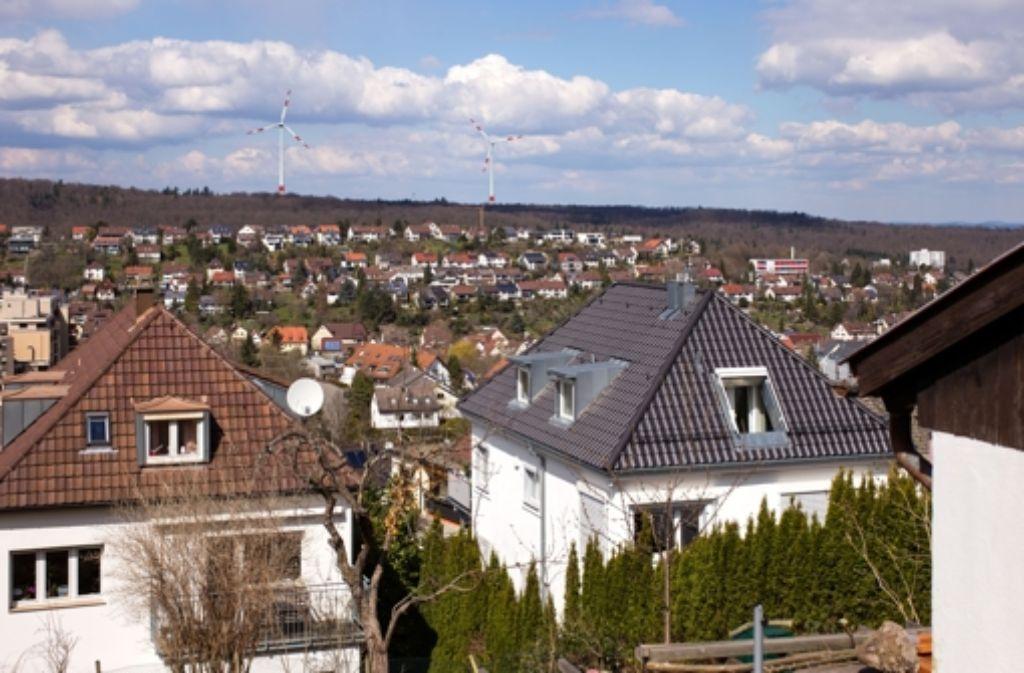 Eine Visualisierung der Stadtwerke zeigt die beiden Windräder von Botnang aus; sie sind auf dem Foto 2,5 Kilometer entfernt. Foto: