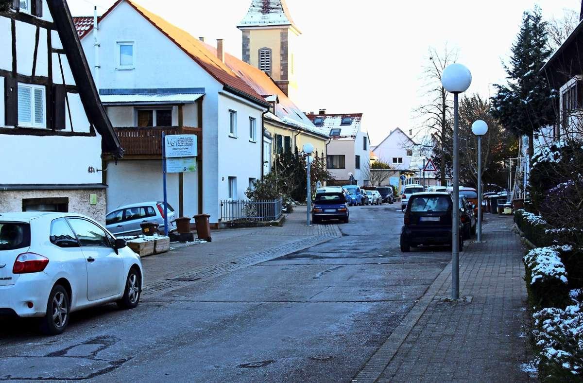 An der Alten Dorfstraße finden sich einige Häuser, die unbewohnt wirken. Foto: Jacqueline Fritsch