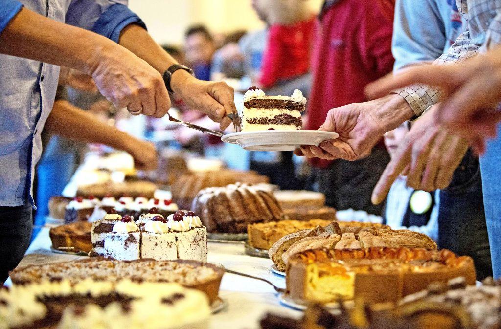 Bei Kaffee und Kuchen kommt man sich im Gemeindehaus näher Foto: Michael Steinert