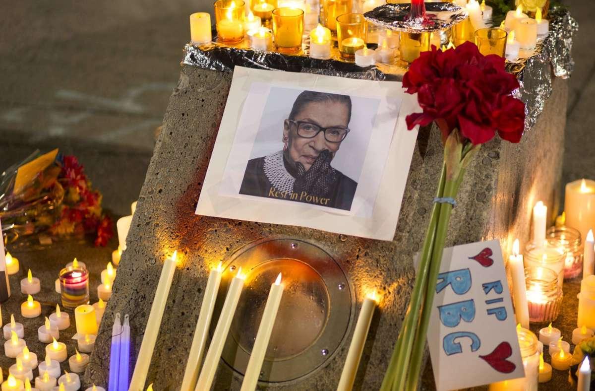 Die Trauer um Ruth Bader Ginsburg ist groß – ihr Tod hat gewaltige politische Dimensionen. Foto: dpa/Katharine Kimball