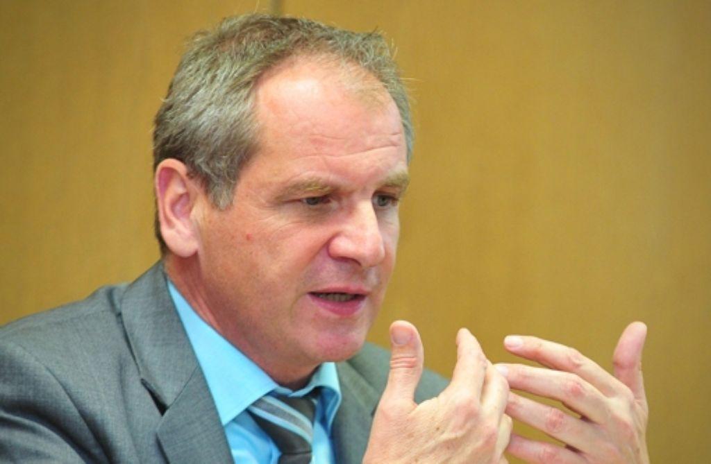 Nach dem Amoklauf in einer US-Grundschule hat sich der baden-württembergische Innenminister Reinhold Gall (SPD) für eine weitere Reduzierung der Waffen auch in Deutschland ausgesprochen. Foto: dpa