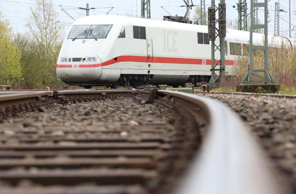 Der Bahnverkehr zwischen Offenburg und Karlsruhe ist unterbrochen. (Symbolfoto) Foto: dpa