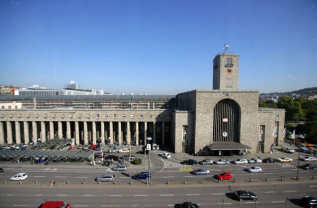 Worauf steht der Bonatz-Bahnhof: Eichen- oder Betonpfähle? Foto: Zweygarth