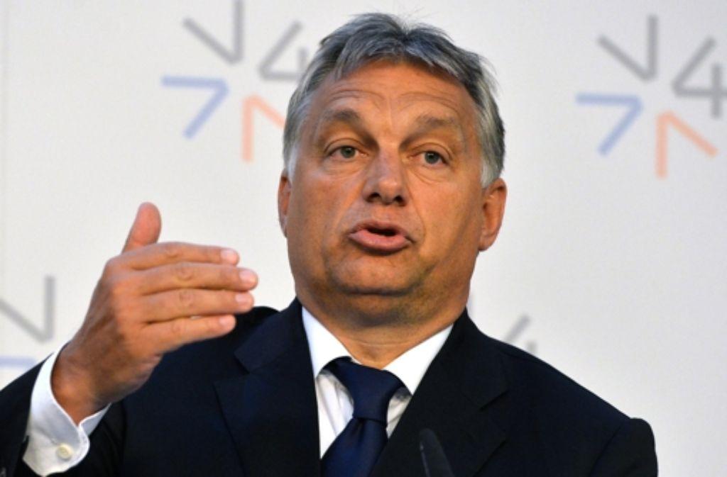 Ungarns Regierungschef Orban hat die Einreise in die EU ohne Papiere kritisiert und Österreich und Deutschland aufgefordert, keine weiteren Flüchtlinge aufzunehmen. Foto: AP