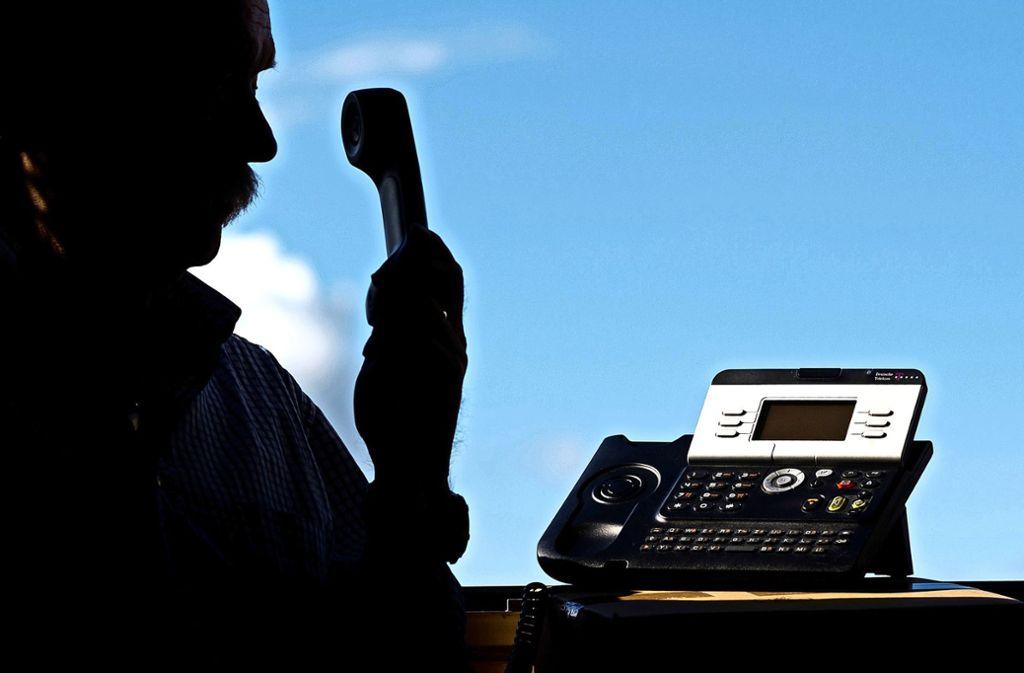 Mindestens sechs Mal wählten die Betrüger  Telefonnummern aus dem Stadtgebiet an. Foto: dpa/Julian Stratenschulte