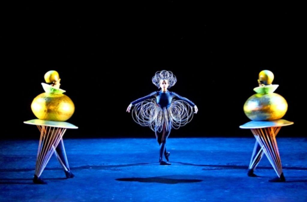 """Knapp 100 Jahre nach der Uraufführung ist das """"Triadische Ballett"""" derzeit wieder in Stuttgart zu sehen.  Foto: Bayerisches Staatsballett"""