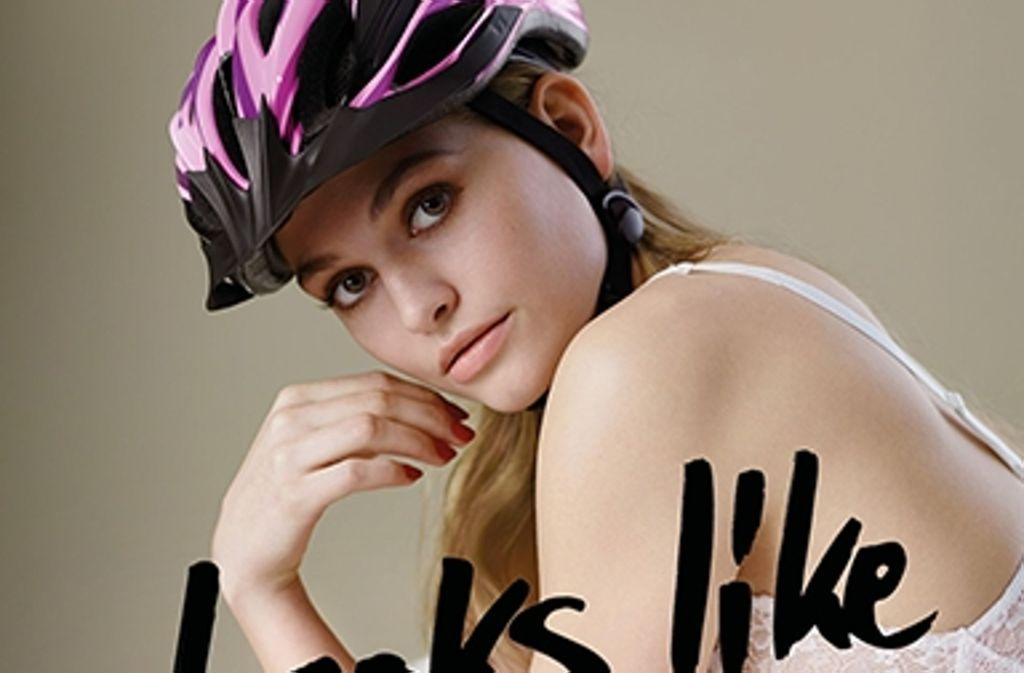 """Die 18-jährige Alicija aus der Sendung """"Germany's Next Topmodel"""" ist eines des Gesichter der Plakatkampagne von Verkehrsminister Andreas Scheuer. Foto: BMVI"""