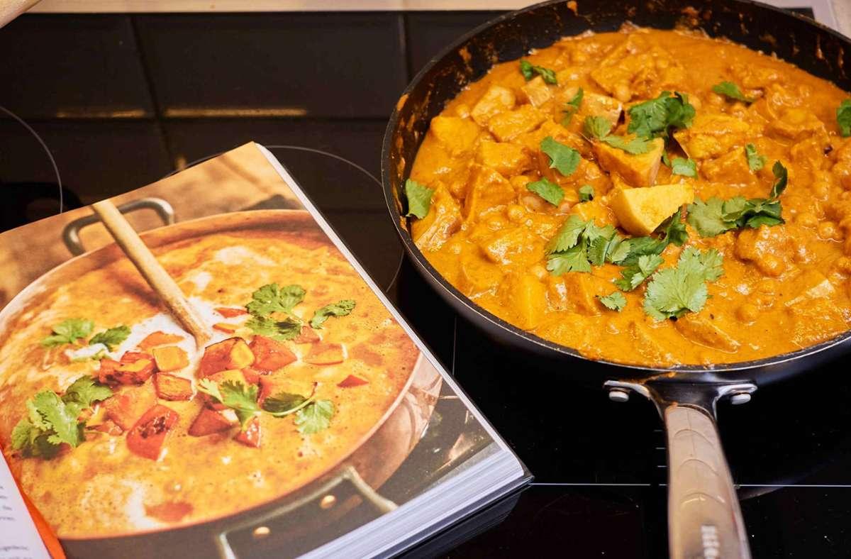 Diese Curry ist so großartig! Auch wenn Ananas aus der Dose dabei ist.  Wie es funktioniert, sehen Sie Schritt für Schritt in unserer Bildergalerie. Foto: