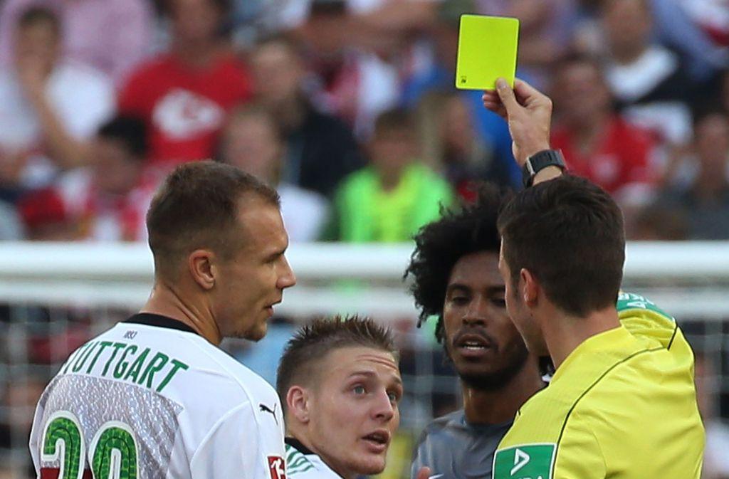 """Santiago Ascacibar (Mitte) ist der """"Aggressive Leader"""" des VfB Stuttgart. Die komplette Fairplay-Tabelle der Bundesliga gibt es in unserer Bildergalerie. Foto: Pressefoto Baumann"""
