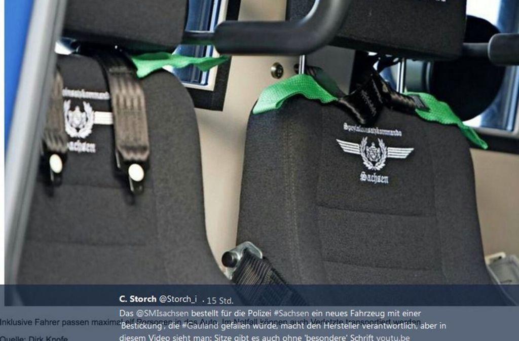 Das SEK-Emblem auf den Sitzen wird nun wieder entfernt. Foto: Screenshot Twitter/@Storch_i/Dirk Knofe