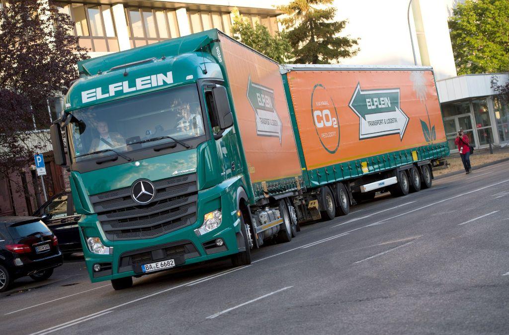 Riesenlastwagen könnten laut einer Studie positiv für den Klimaschutz sein. Foto: dpa