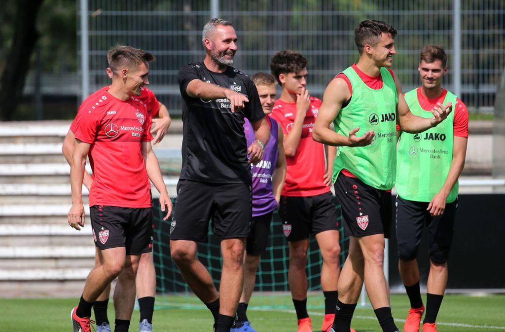 Tim Walter und der VfB Stuttgart reisen optimistisch nach Schruns. Foto: Pressefoto Baumann