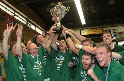 Ausgelassen feierte Frisch Auf Göppingen 2011 in Elsenfeld den Gewinn des ersten Europacuptitel nach 49 Jahren. Foto: Baumann