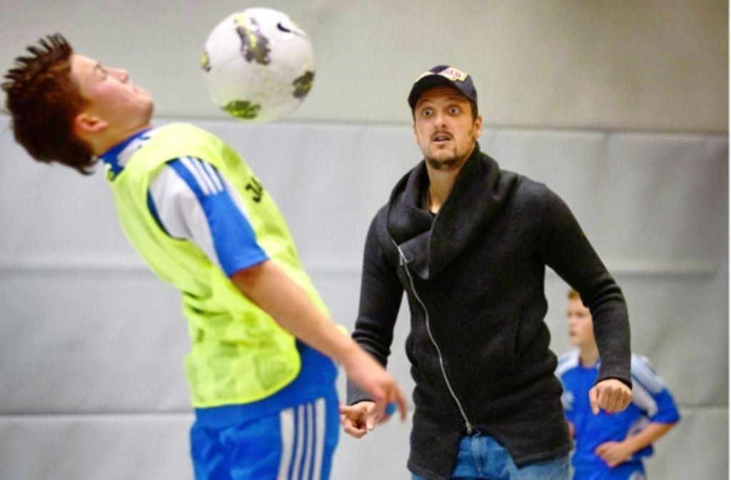 Kuzmanovic geht beim Training in Winnenden richtig mit. Foto: Gottfried Stoppel