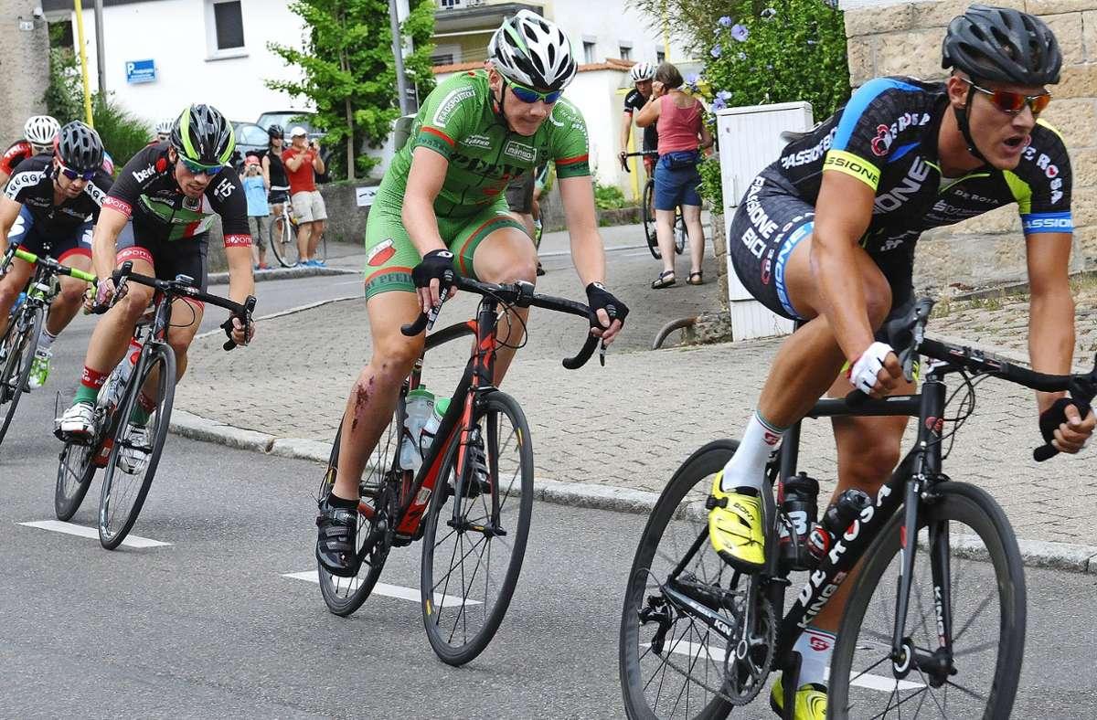 Benedikt Willi (Mitte) vom RV Pfeil Plattenhardt sorgt bei den nationalen Titelkämpfen für Lokalkolorit. Foto: Günter Bergmann