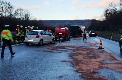 Zwei Fahrstreifen nach Unfällen blockiert