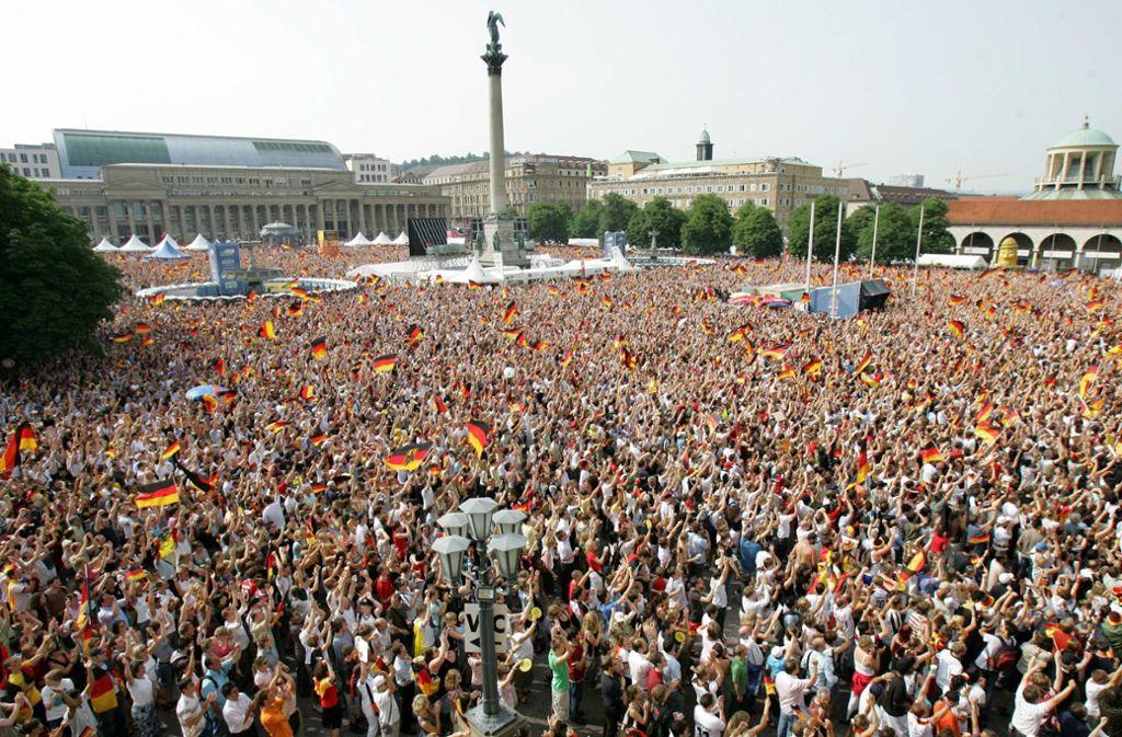 Ein Public Viewing auf dem Stuttgarter Schlossplatz wäre zur anstehenden WM denkbar. Foto: AP