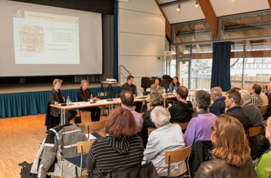 Bei vier Veranstaltungen hatte die Stadt Ideen für eine Nachverdichtung präsentiert – und dafür Kritik der Besucher geerntet Foto: Krämer