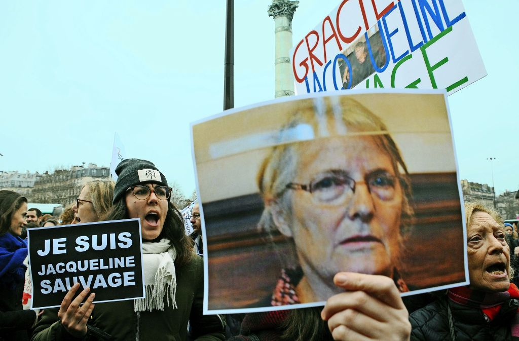 Demonstrantinnen haben sich immer wieder für Jacqueline Sauvage eingesetzt. Foto: picture-alliance
