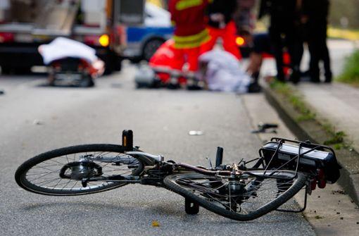 Radfahrerin nach Zusammenstoß schwer verletzt