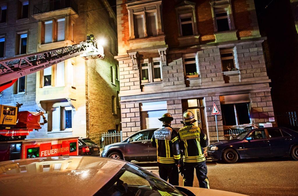 Die Feuerwehr muss Nachbarn mit der Drehleiter retten. Foto: 7aktuell.de/Eyb