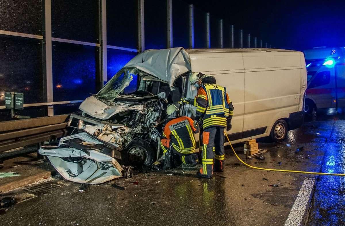 Am frühen Dienstagmorgen ist es auf der A81 zu einem schweren Unfall gekommen. Foto: SDMG/Dettenmeyer