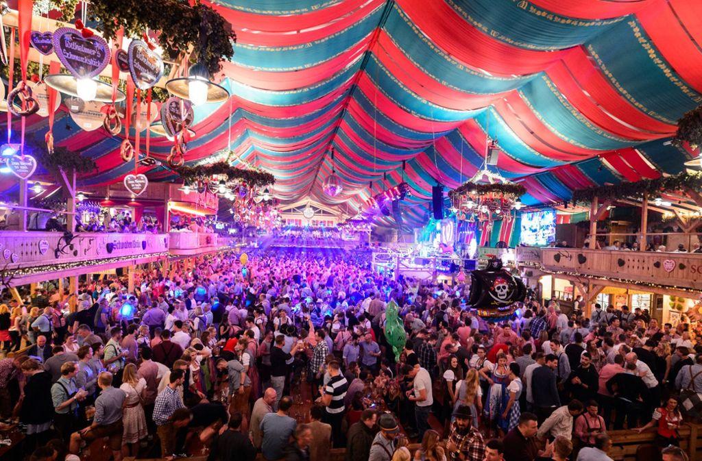 Gute Stimmung in den Zelten beim Cannstatter Volksfest im vergangenen Jahr. Foto: dpa