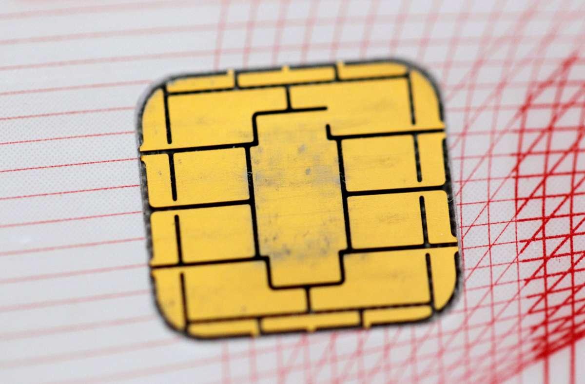 Ein 93-Jähriger aus Schwieberdingen hat Betrügern seine Bankkarte samt Pin ausgehändigt. Foto: dpa/Rolf Vennenbernd