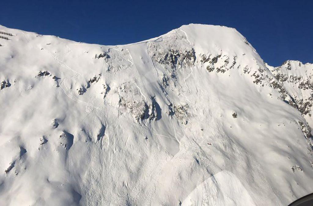 Ein von der Kantonspolizei Wallis zur Verfügung gestelltes Foto zeigt einen Teil des Skigebiets Belalp, in dem  ein Skifahrer bei einem Lawinenunglück starb. Foto: