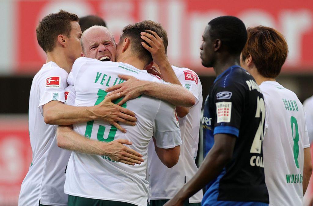 Freude pur: Werder Bremen siegte im Abstiegsgipfel mit 5:1. Foto: dpa/Friedemann Vogel