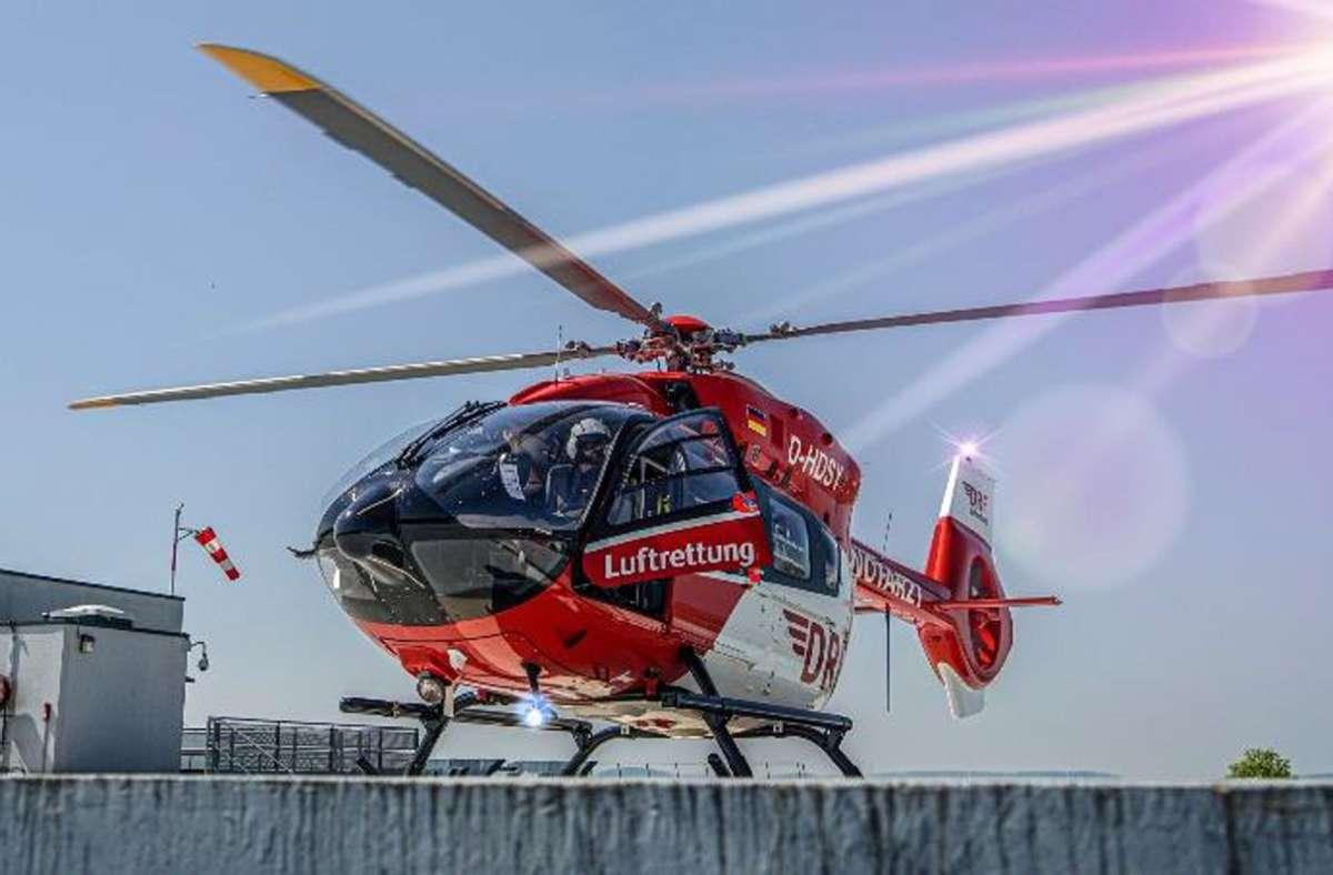 Mit ihren Hubschraubern hat die Luftrettung Coronapatienten von Frankreich in Hospitäler in Deutschland verlegt. Foto: DRF Luftrettung