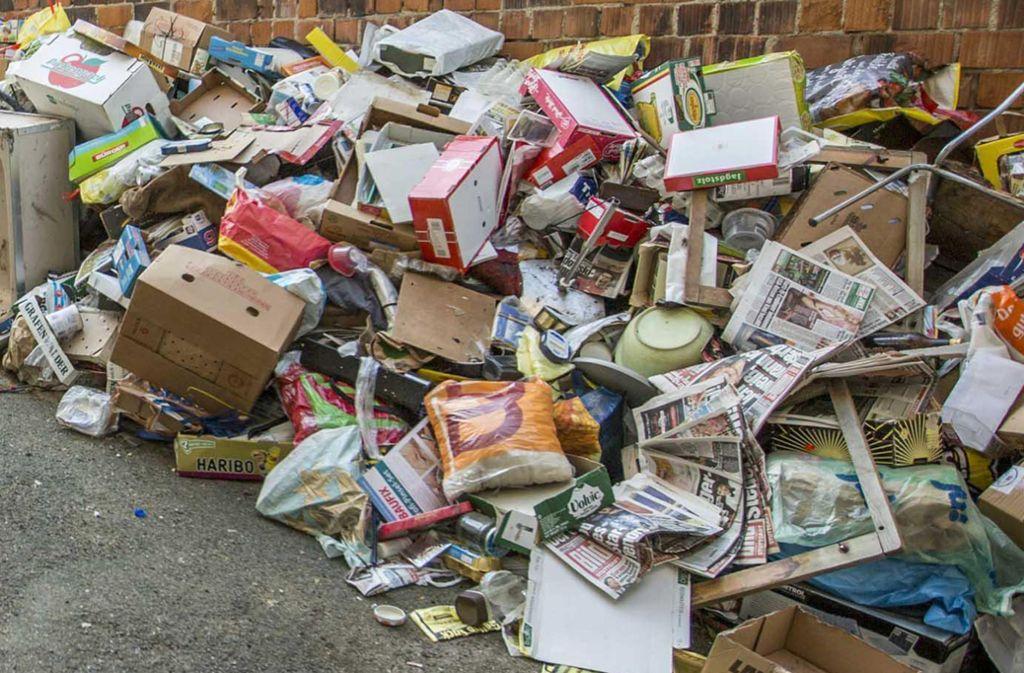 Müll aus einer geräumten Messie-Wohnung. Foto: 7aktuell.de/Simon Adomat