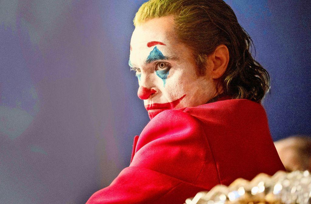 """Seine Schauspielleistung als """"Joker"""" im gleichnamigen Kinofilm hat 2019 neue Maßstäbe gesetzt: Joaquin Phoenix. Und deswegen  gibt es am 9. Februar 2020 in Los Angeles einen Oscar für ihn. Wetten? Wir orakeln noch mehr. Klicken Sie sich durch unsere Bilder-Galerie, wer das neue Jahr bestimmen wird. Foto: © 2018 Warner Bros. Entertainment Inc. All Rights Reserved/Niko Tavernise"""