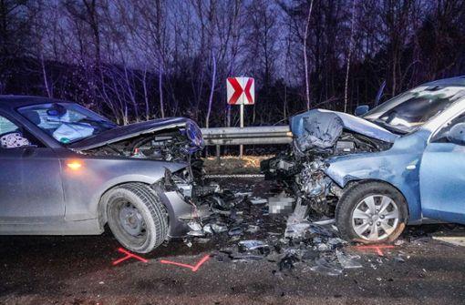 Kleinwagen gerät in Gegenverkehr – drei Leichtverletzte