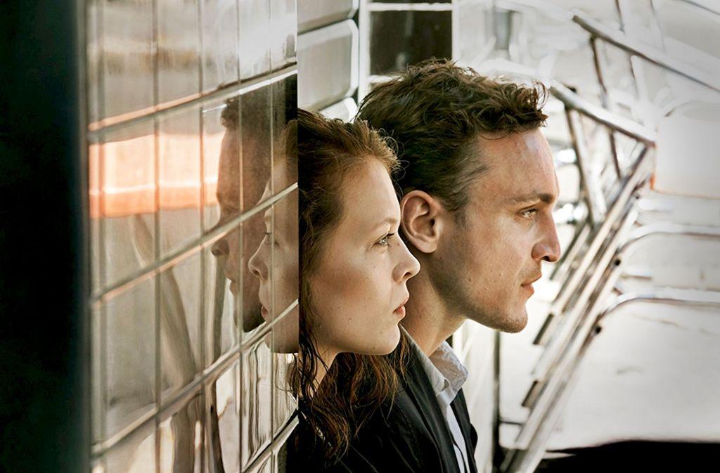 """Warten in Marseille: Paula Beer und Franz Rogowski in """"Transit"""" Foto: Christian Schulz"""