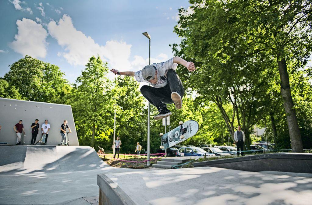 Ort der Vielfalt: im Skatepark werden nicht nur mit dem Board waghalsige Sprünge vollführt. Foto: Felix Koch