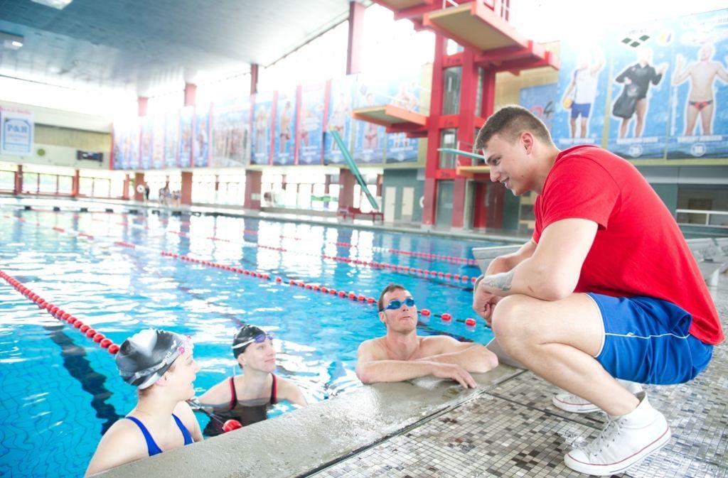 Bademeister ist ein Ausbildungsberuf, der einen Mangel an Bewerbern beklagt. Foto: dpa
