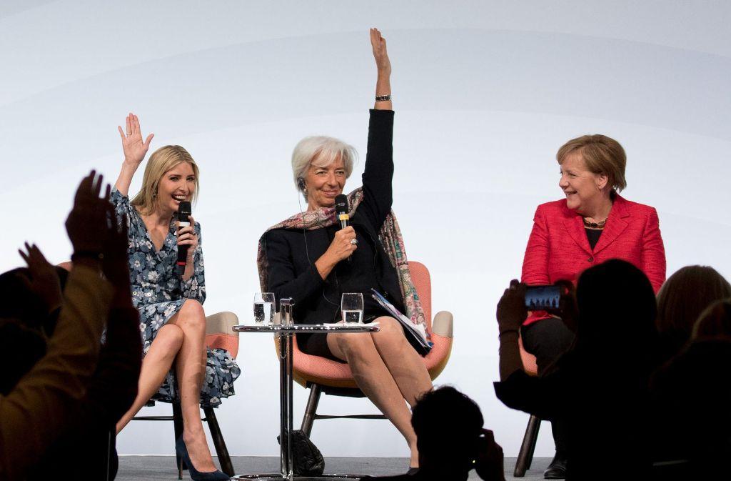 Wer würde Angela Merkel als Feministin bezeichnen? Ivanka Trump (li.) und Christine Lagarde (Mitte), Chefin des Internationalen Währungsfonds, bei  einer ungeplanten Umfrage zu Merkels Gesinnung während des G-20-Frauengipfels in Berlin. Foto: dpa